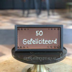 Chocolade reep geschreven '50 gefeliciteerd'