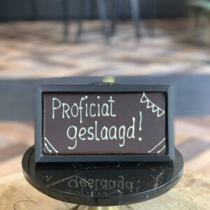 Chocolade reep geschreven 'Proficiat geslaagd!'